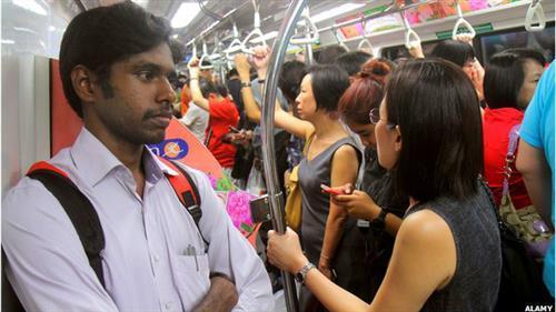 Người Anh thất vọng vì Singapore vô cảm