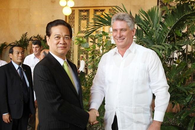 Thủ tướng đến Cuba 'như được trở về nhà'