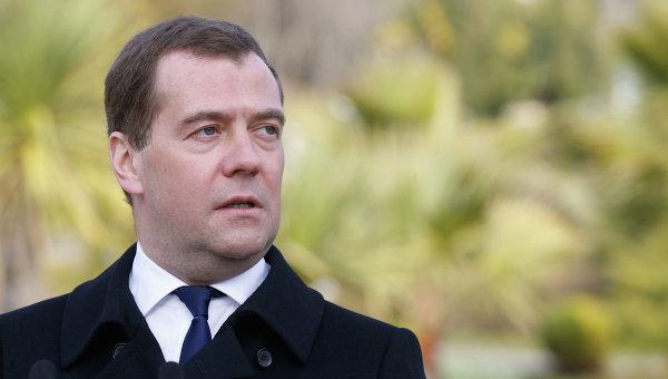 Thủ tướng Nga bay tới Crưm