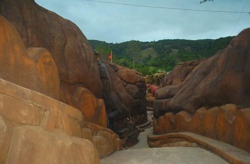 Đại gia Đà Lạt đổ 10 triệu đô xây đường hầm điêu khắc