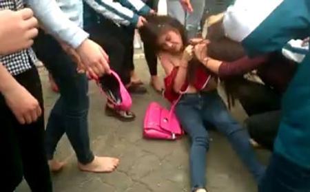 đánh nhau, nữ sinh, xé áo