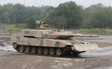 xe tăng, máy bay, tàu sân bay