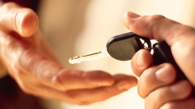 ô-tô, bán-xe, nhân-viên-bán-hàng, đối-thủ-cạnh-tranh
