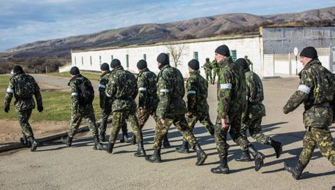 Hàng ngàn lính Ukraina xin cấp hộ chiếu Nga