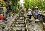 Cuộc sống của người Việt bên đường tàu lên báo Anh