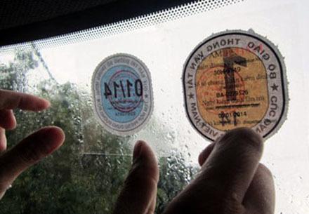 Ôtô bị dán thêm tem: Không thể gộp chung làm 1