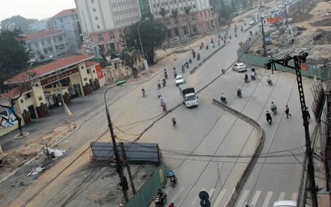 đường cong, công đường, nhạc sĩ Trần Tiến, Trường Chinh, nhiễu nhương, phát ngôn