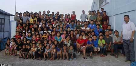 Cận cảnh gia đình 1 chồng, 39 vợ