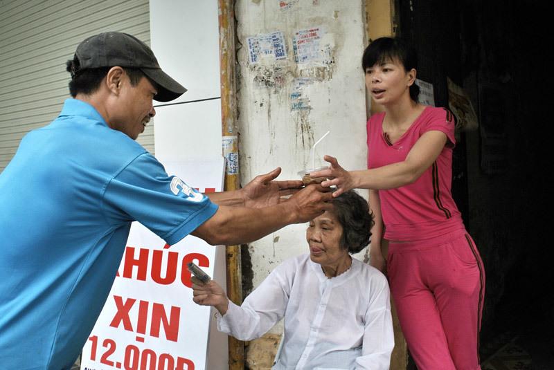 Cafe dạo cực rẻ mê hoặc phố cổ Hà Nội