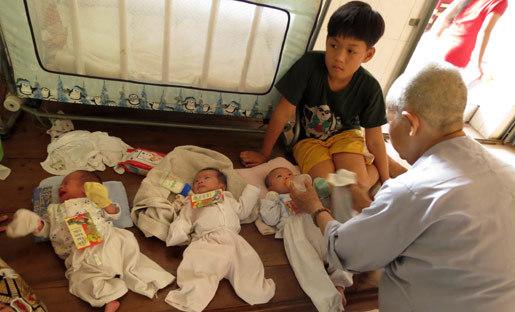 Ngang nhiên vào chùa bắt cóc trẻ em