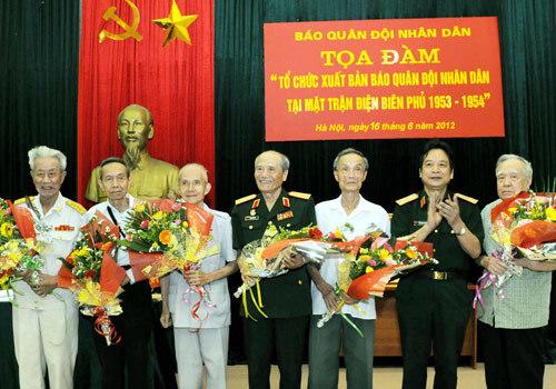 Điện Biên Phủ, De Castries, Nguyễn Khắc Tiếp, báo QĐND