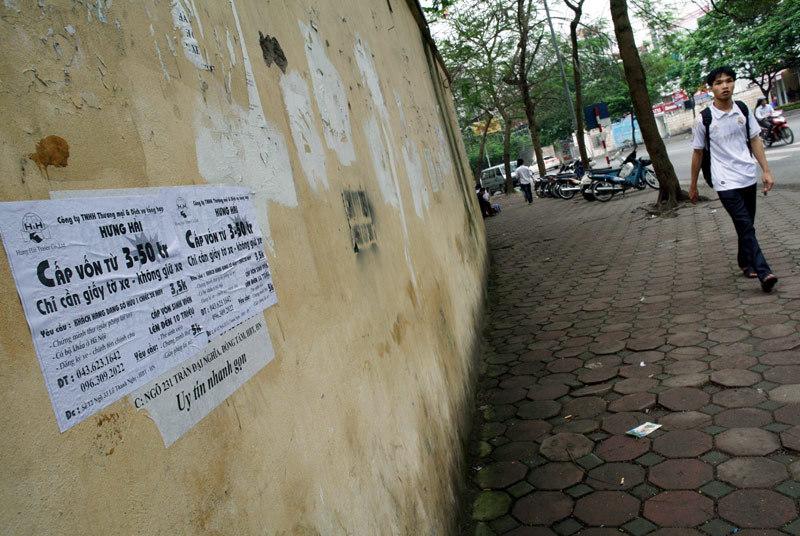 Tín dụng đen: Bao vây cổng trường, tấn công sinh viên