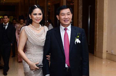 Sự thật giàu có của bố chồng Hà Tăng