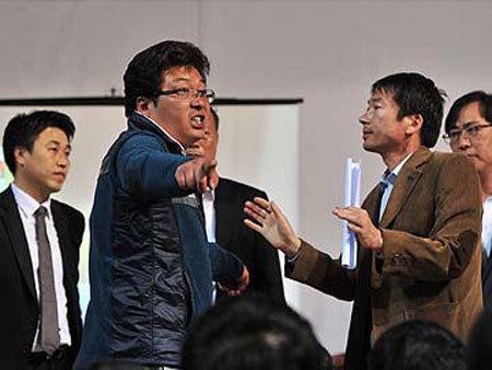 Dân Hàn Quốc nổi giận, nhiều quan mất ghế