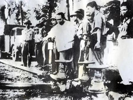 xăng-dầu, huyền-thoại, Trường-Sơn, Võ-Nguyên-Giáp, Đông-Nam-Bộ, đại-lý, hệ-thống, biên-giới