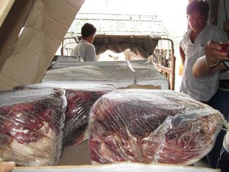 Sính đồ ngoại: Ăn bò 'bãi rác' Canada, đồ thối Nhật - Mỹ