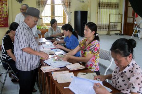 Làm nhiều hơn, lương hưu ít hơn: Tội nghiệp người già