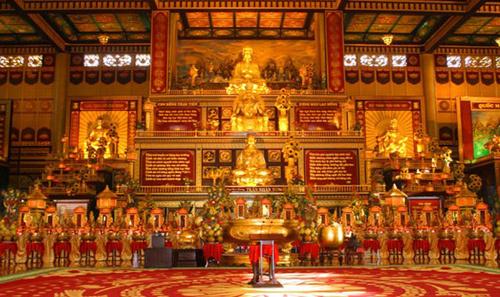 Những đại gia ăn chay răn mình, xây chùa để đời