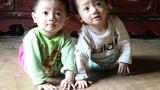 Xót xa cảnh người bố trẻ nuôi 3 con thơ dại