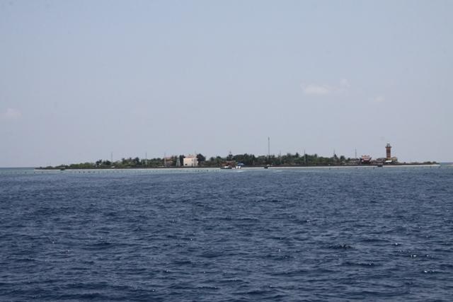 Những pháo đài giữa Trường Sa