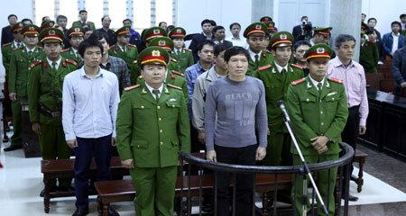 Em trai Dương Chí Dũng nghiên cứu sách Phật trong tù
