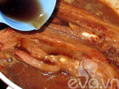 thịt, nước xốt, cà chua
