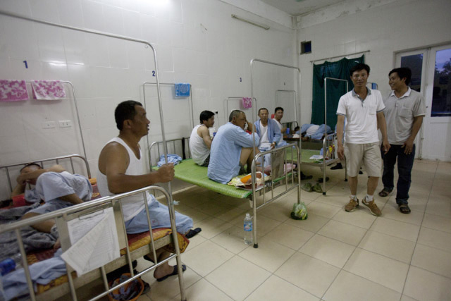 Tình nguyện viên chăm sóc công nhân TQ bị thương ở Vũng Áng