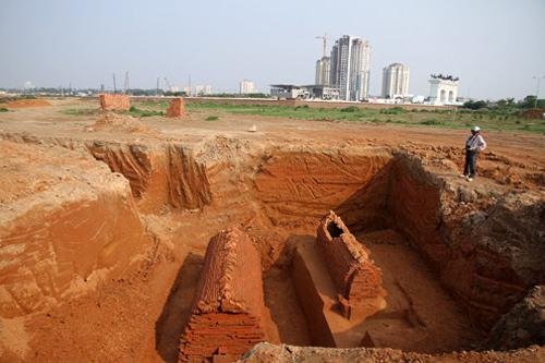 Biệt thự Vườn đào: 'Quý tộc' ép nghĩa trang, nắn cả đường