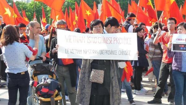 biểu tình, Paris, chủ quyền, Biển Đông, giàn khoan, TQ