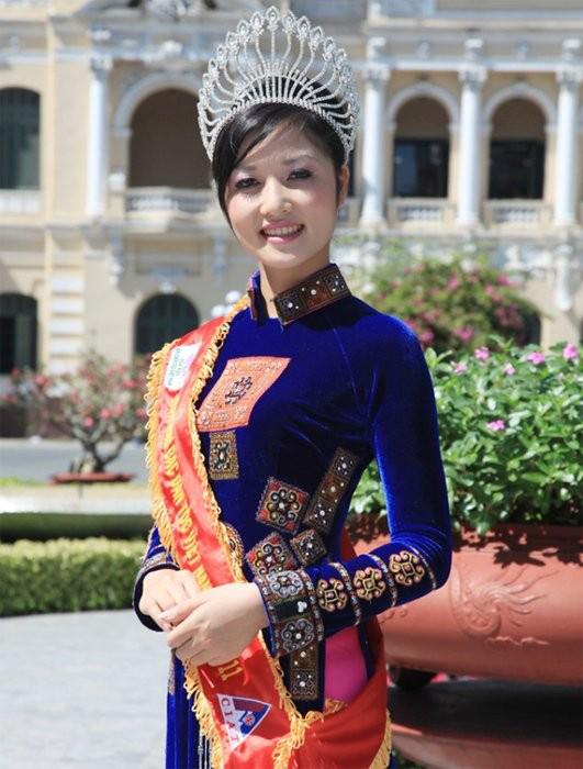 Triệu Thị Hà, từ bỏ vương miện, TS Kim Hồng,