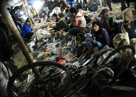 Độc đáo những chợ chỉ họp về đêm ở Việt Nam