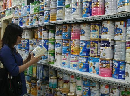Đủ chiêu lách luật kiếm lợi, sữa 'cười khẩy' với giá trần?