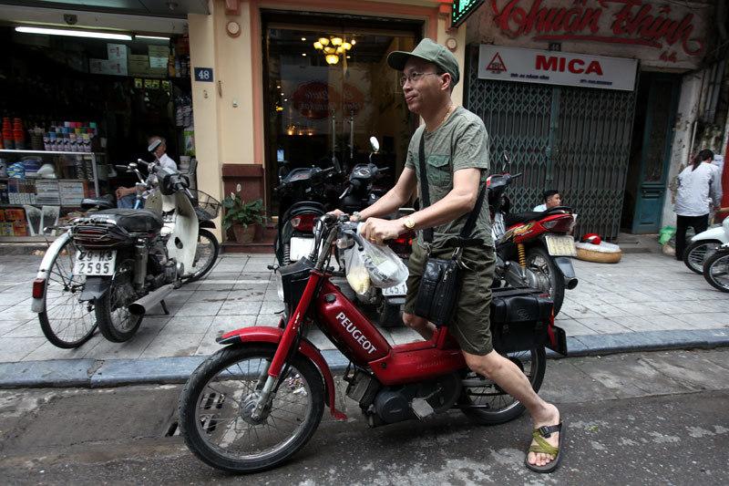 Chen chúc mua xôi 'bao cấp': Đựng bao tải, bán cả cân