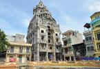 Đại gia phế liệu xây lâu đài 6 con gà vàng