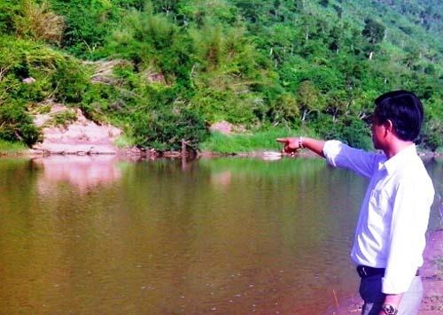Vượt sông thu hoạch chuối, hai cha con bị đuối nước