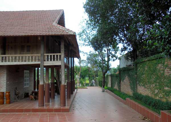 Ngắm làng nhà sàn trăm tuổi giữa đồng bằng Hà Nội