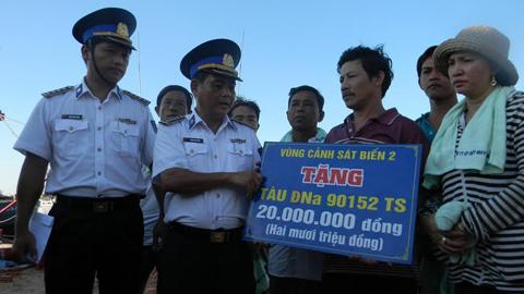 Ngư dân thoát chết kể phút bị tàu Trung Quốc đâm chìm