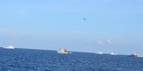 Trung Quốc; TQ; giàn khoan; ngư dân; Hoàng Sa; vòi rồng; tấn công; kiểm ngư; cảnh sát biển
