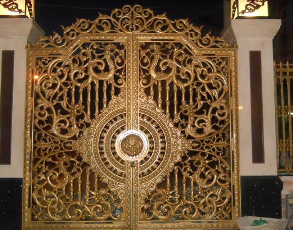 nhà-đại-gia, cổng-sắt, cổng-dát-vàng, hoa-văn, cổng biệt thự kiểu pháp, biệt thự pháp, đại gia, cổng nhà,