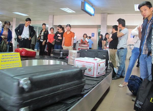 Nhân viên sân bay tự ý mở hành lý thất lạc của khách