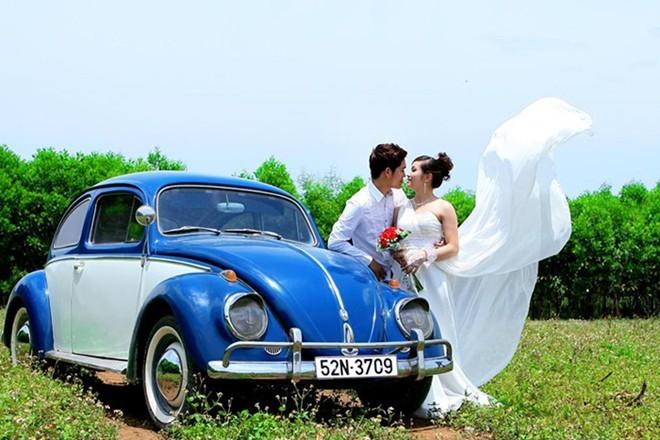 Sang chảnh Sài Gòn: Thuê xe cổ tiền tỷ chụp ảnh cưới, rước dâu