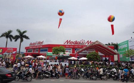 Biển người chờ khai trương đại siêu thị Media Mart Hưng Yên