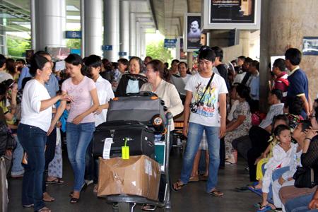 Việt-kiều, Việt kiều, moi-tiền, quà-cáp, người-thân, quê-hương, gia-đình