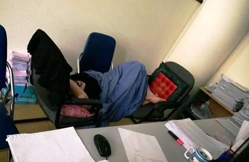 ngủ trưa, công ty, văn phòng, tư thế,