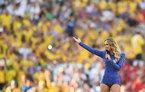 Mỹ nhân bí ẩn hát trong lễ khai mạc World Cup gây sốt