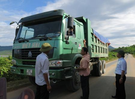 Bộ trưởng đích thân bắt xe quá tải tại công trường