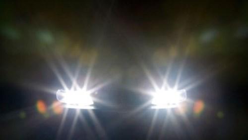 ô-tô, lái-xe, người-Việt, bất-lịch-sự, bấm-còi, đèn-pha, nhường-đường, người-đi-bộ
