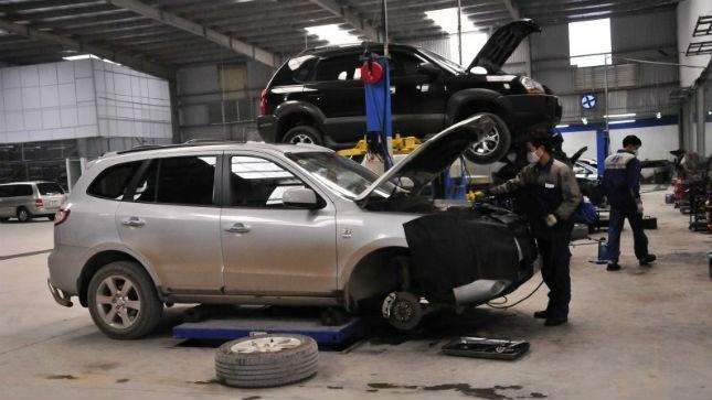 Ôtô có thể phải 'đính' thêm tem 'bảo dưỡng định kỳ'