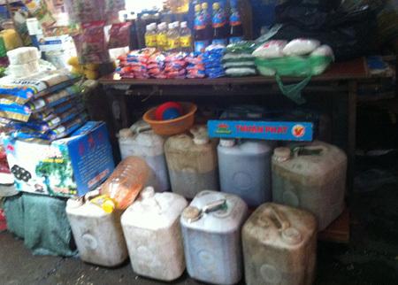 Nước mắm 'mua thùng bán vại': Bí ẩn hạn sử dụng