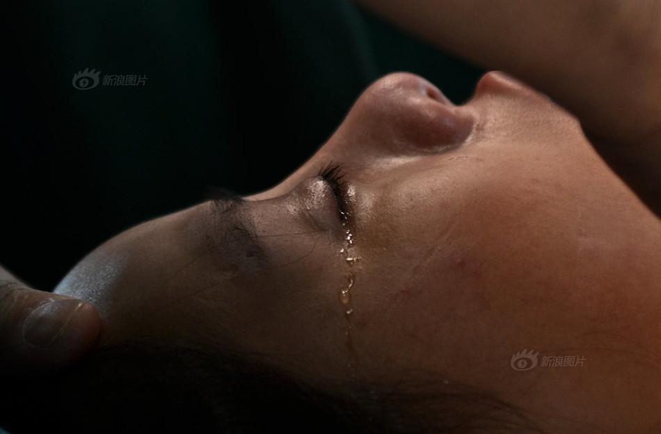 Nhật ký 'nâng ngực' đầy nước mắt của người mẫu nội y